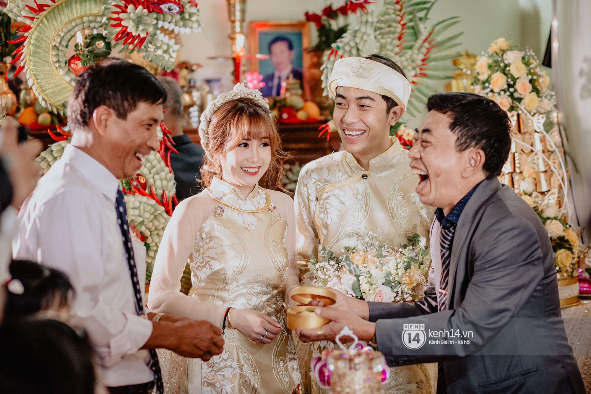 Chùm ảnh rạng rỡ của Cris Phan và Mai Quỳnh Anh trong lễ cưới ở Phú Yên - Ảnh 6.