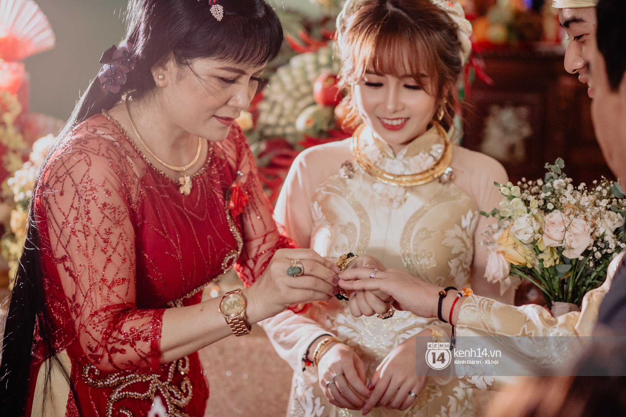 Chùm ảnh rạng rỡ của Cris Phan và Mai Quỳnh Anh trong lễ cưới ở Phú Yên - Ảnh 4.