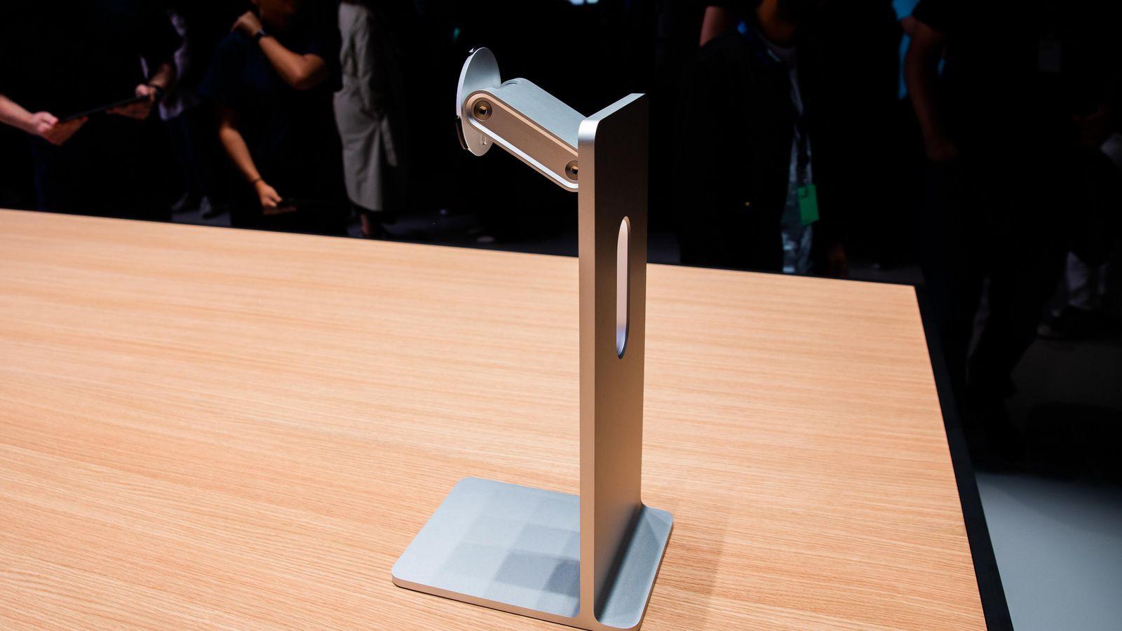 Nghe Apple hét giá cục sắt 20 triệu, ông chú bình tĩnh gánh kèo cực hay bằng cái mắc áo huyền thoại - Ảnh 1.