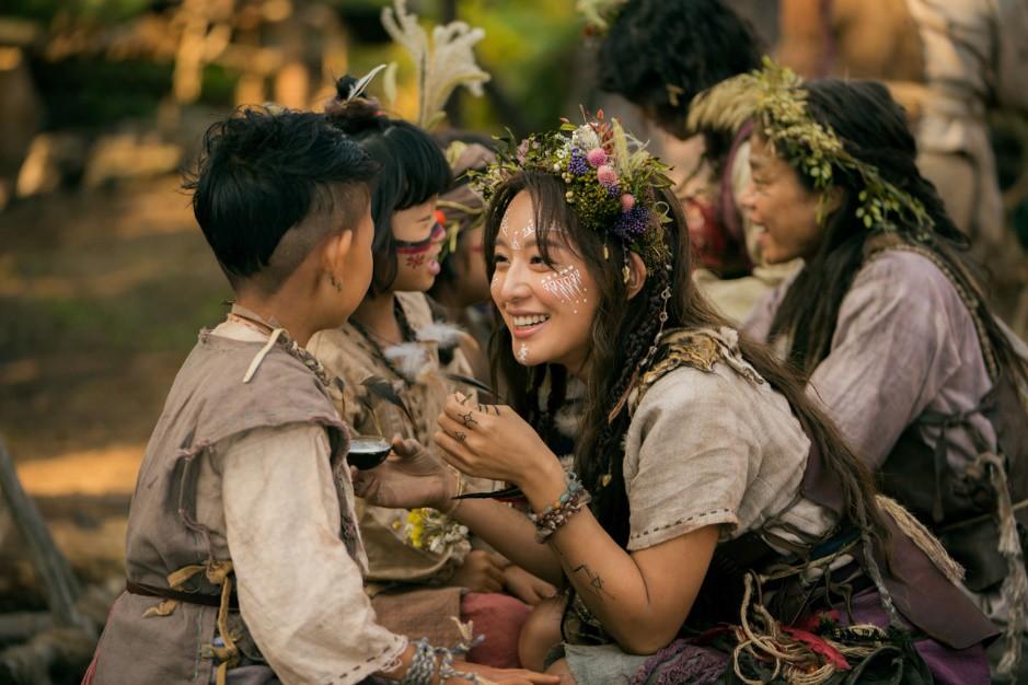 Dính tranh cãi đạo nhái Game of Thrones, vì sao Arthdal Niên Sử Kí của Song Joong Ki vẫn hot? - Ảnh 6.
