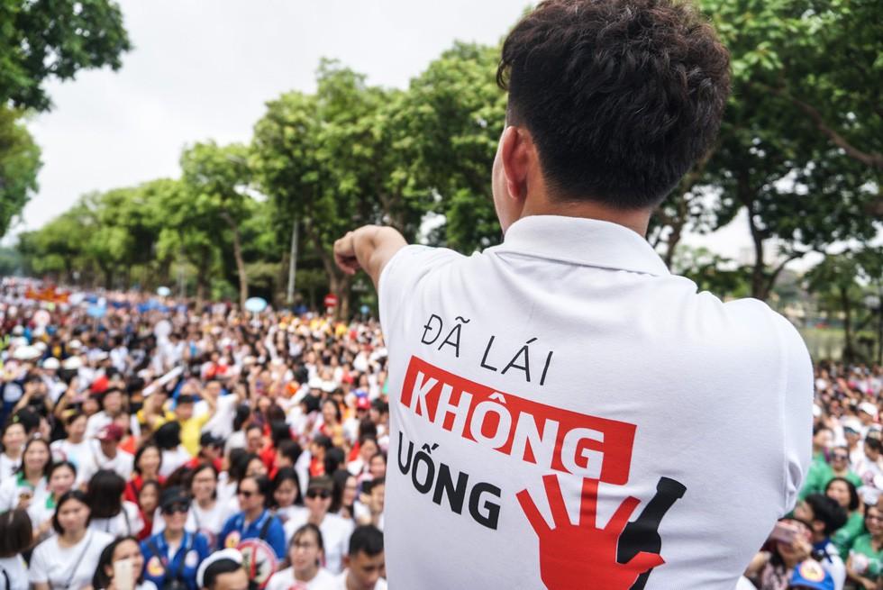 Clip: Thực trạng đáng báo động tại Hà Nội sau 1 tháng thực hiện cuộc vận động Đã uống rượu bia - không lái xe - Ảnh 1.