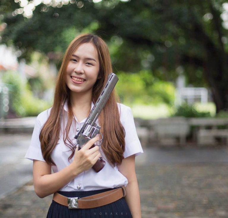 Tiết lộ info của nữ xạ thủ đáng yêu nhất thế giới, người khiến cánh mày râu nguyện xin chết dưới họng súng - Ảnh 3.