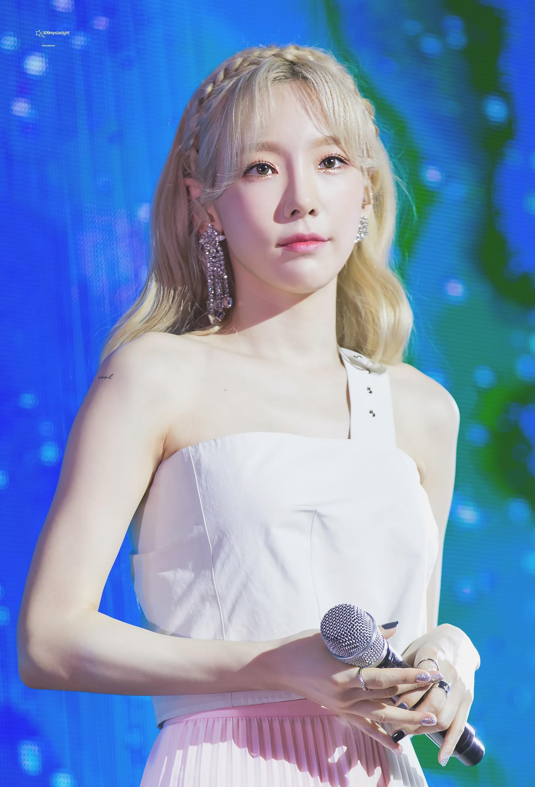 """Theo chân Taeyeon đi shopping mới phát hiện """"chị đại Kpop toàn mê đắm mỹ phẩm bình dân giá chỉ trăm ngàn - Ảnh 1."""