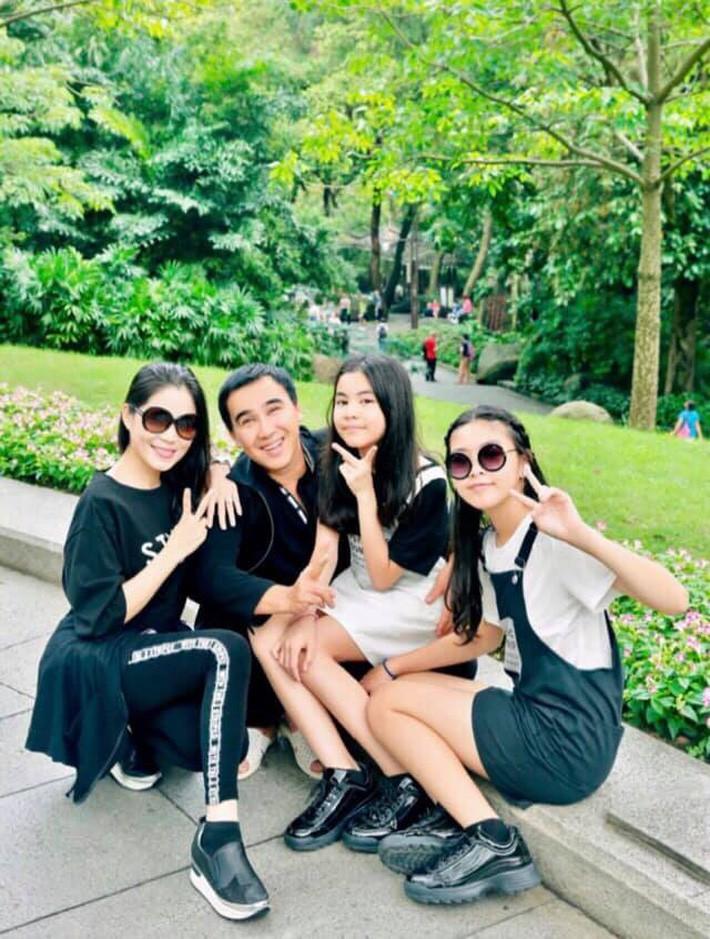 Đẹp cả đôi đã đành, con gái nhà MC Quyền Linh còn khiến dân tình ngưỡng mộ vì cách thể hiện tình cảm qua style - Ảnh 1.