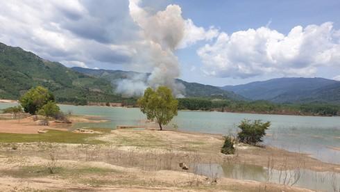 Ảnh hiện trường vụ máy bay quân sự Yak-52 rơi ở Khánh Hòa, 2 phi công tử nạn