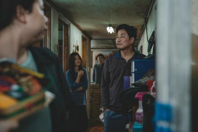 Kí Sinh Trùng: Dán nhãn 15+ nhưng niềm tự hào của điện ảnh Hàn lại dính tranh cãi về cảnh quay tình dục này - Ảnh 2.