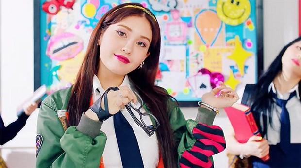 Không diễn ở showcase để luyện tập thêm nhưng sao sân khấu debut của Somi vẫn nhận nhiều lời chê thế này? - Ảnh 5.