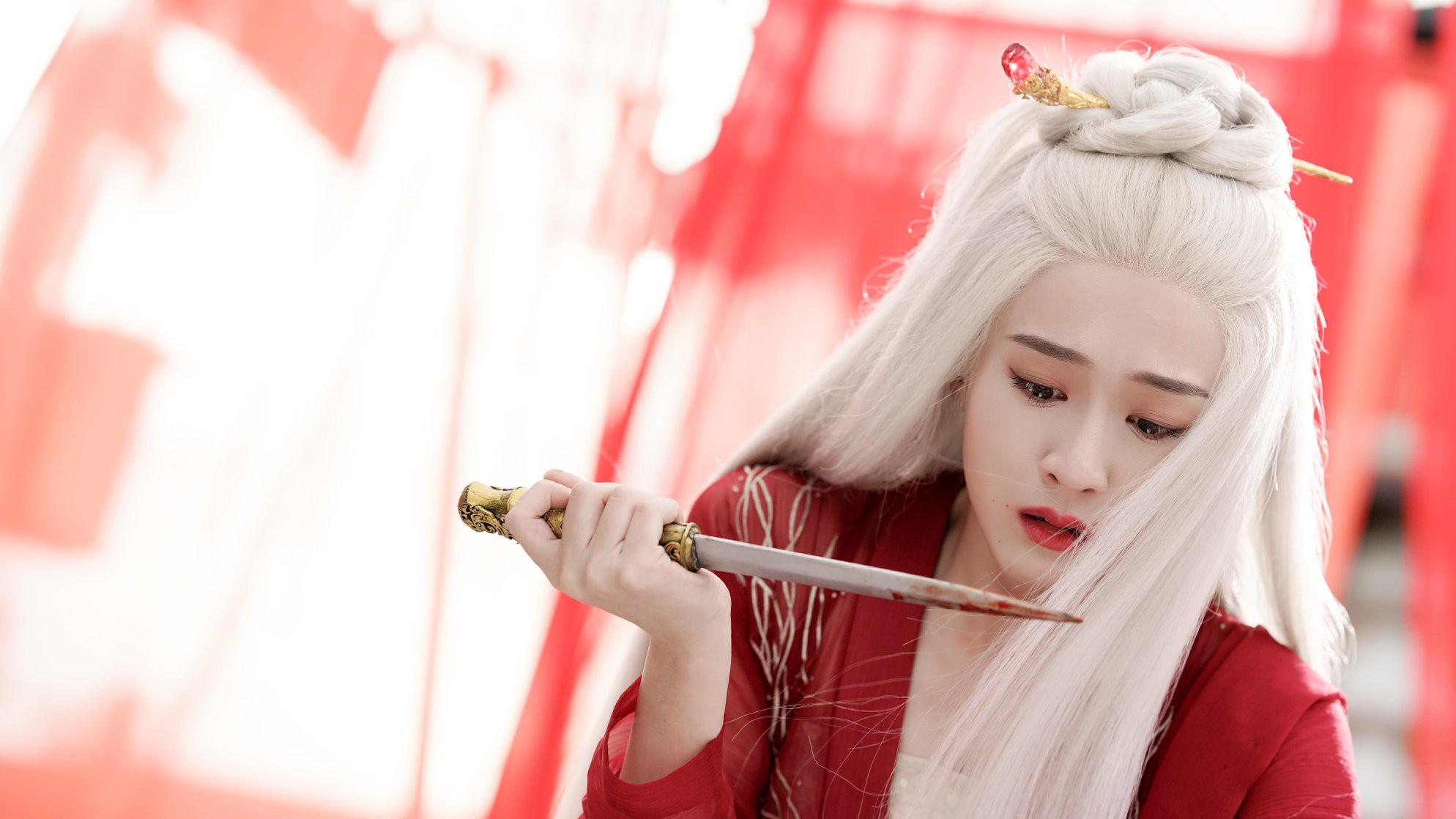 Combo trọn 8 cái khổ gom vừa đủ nữ chính Bạch Phát Vương Phi, cô gái vàng trong làng bị cả thế giới phản bội - Ảnh 12.