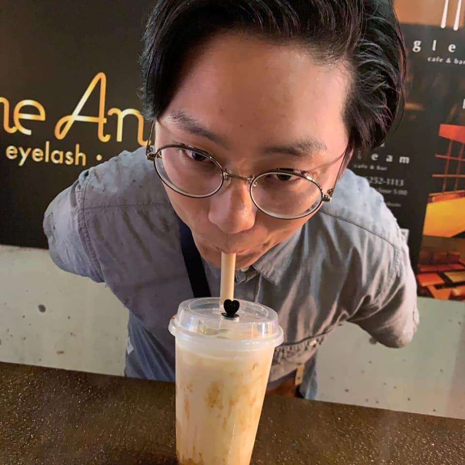 Không biết phải cảm thấy sao với trend uống trà sữa bằng... vòng 1 của các thiếu nữ Nhật - Ảnh 7.