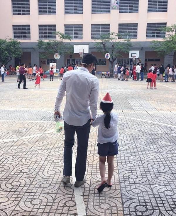 Con gái Thủy Tiên 6 tuổi mê mệt BTS, có thể xem cả ngày không chán bỏ bê cả MV của mẹ - Ảnh 2.