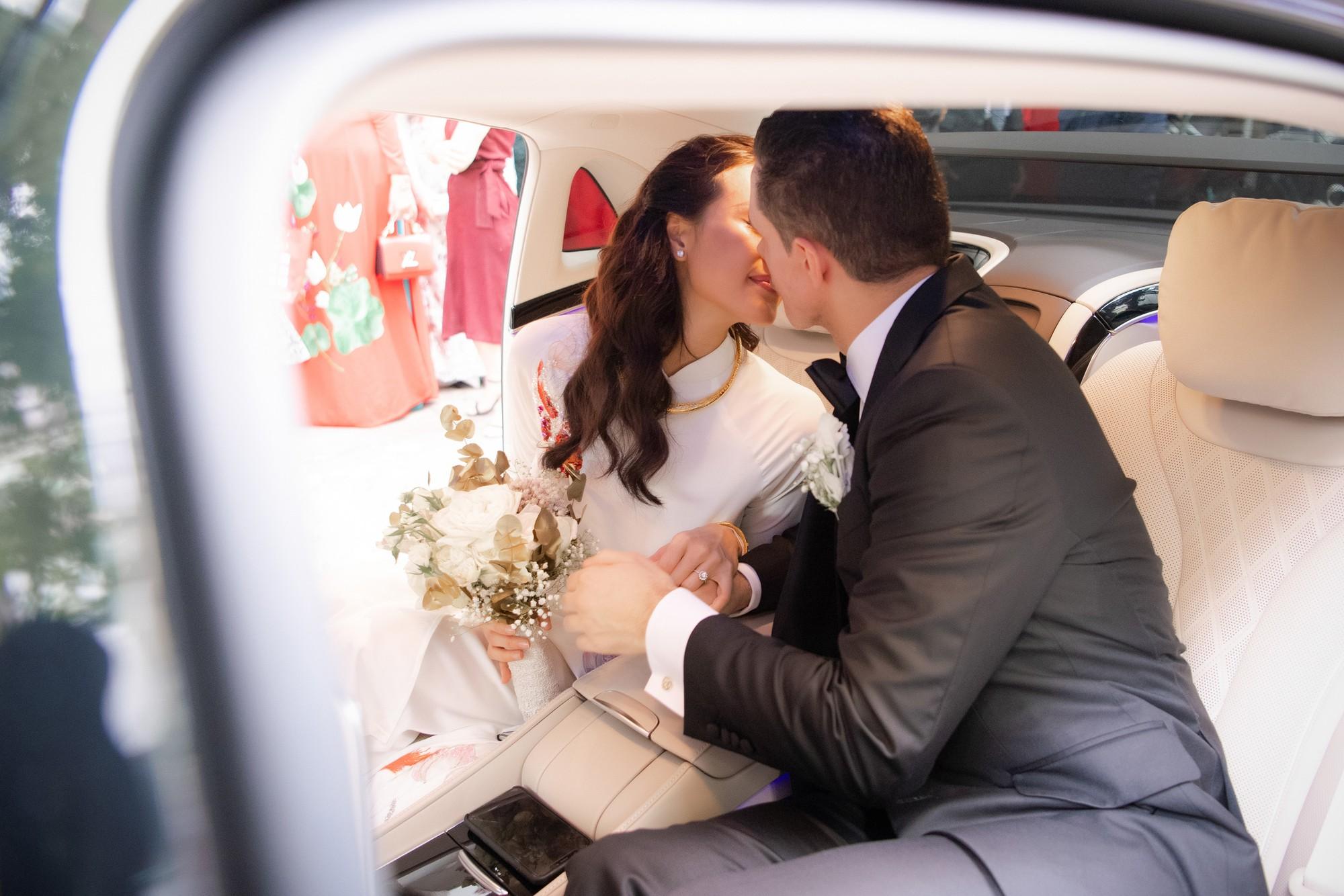MC Phương Mai bật khóc xúc động, khoá môi ông xã Tây ngọt ngào trong ngày lên xe hoa về nhà chồng - Ảnh 12.