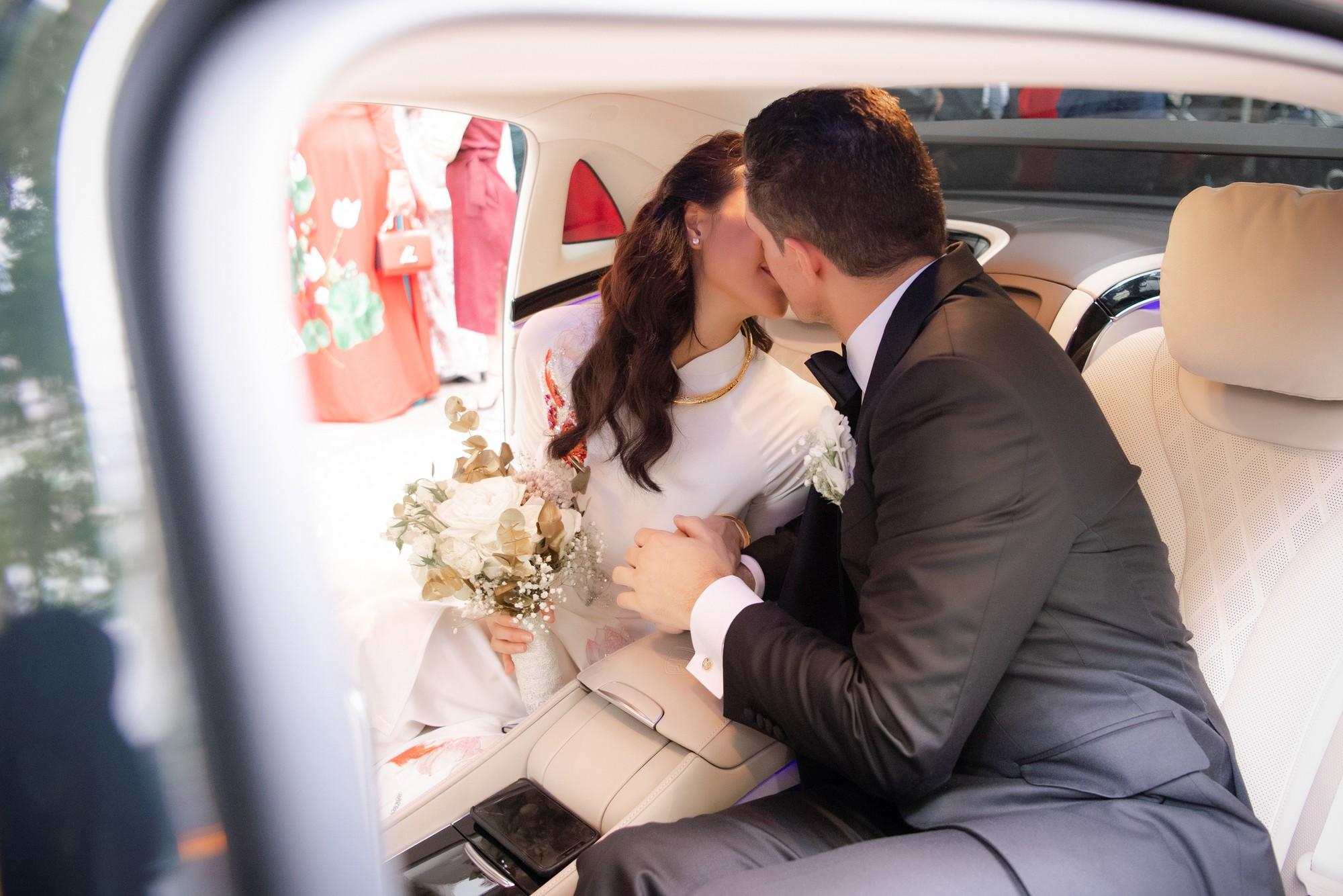 MC Phương Mai bật khóc xúc động, khoá môi ông xã Tây ngọt ngào trong ngày lên xe hoa về nhà chồng - Ảnh 11.