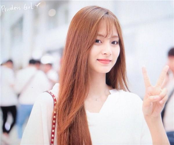 Chẳng phải anh em, nữ thần thế hệ mới Tzuyu (TWICE) bỗng hóa phiên bản nữ của mỹ nam BTS này chỉ vì cắt tóc mái - Ảnh 1.