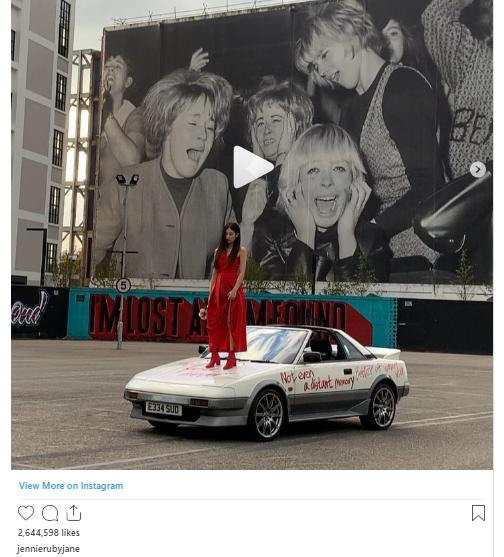 18 khoảnh khắc triệu like gây bão Instagram của Jennie: Bí quyết nằm ở body, 1 mỹ nhân đặc biệt được ưu ái lộ diện - Ảnh 17.