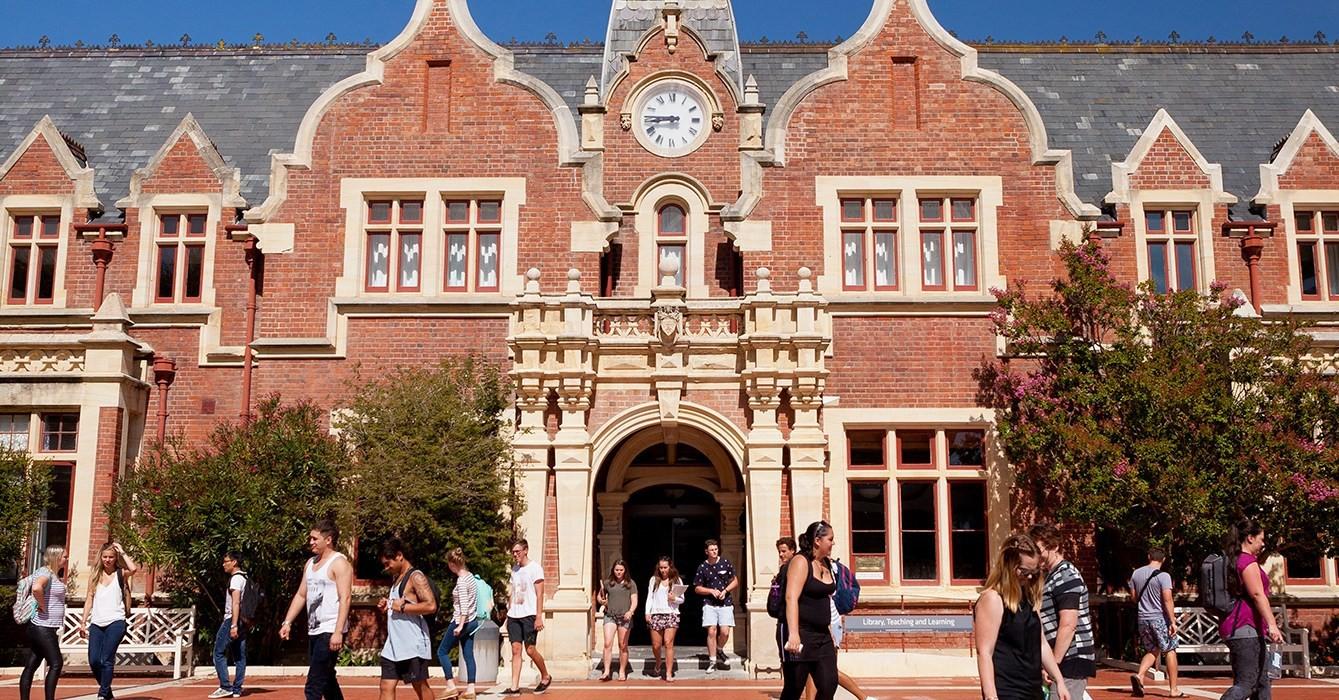 Top 10 quốc gia đáng để du học nhất thế giới: Vị trí thứ 3 là đại diện duy nhất của Châu Á, rất gần Việt Nam - Ảnh 10.