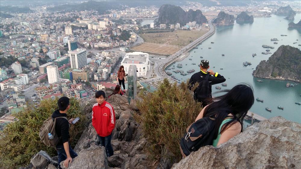 Hạ Long nghiên cứu lắp thang máy lên đỉnh núi Bài Thơ - Ảnh 1.