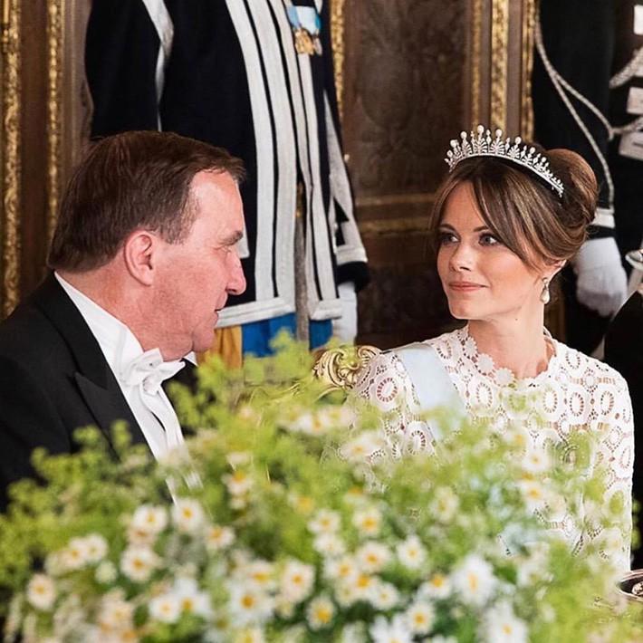 Hơn 3 tuổi nhưng công nương Kate Middleton sexy hơn hẳn công nương Sofia khi đụng váy - Ảnh 2.