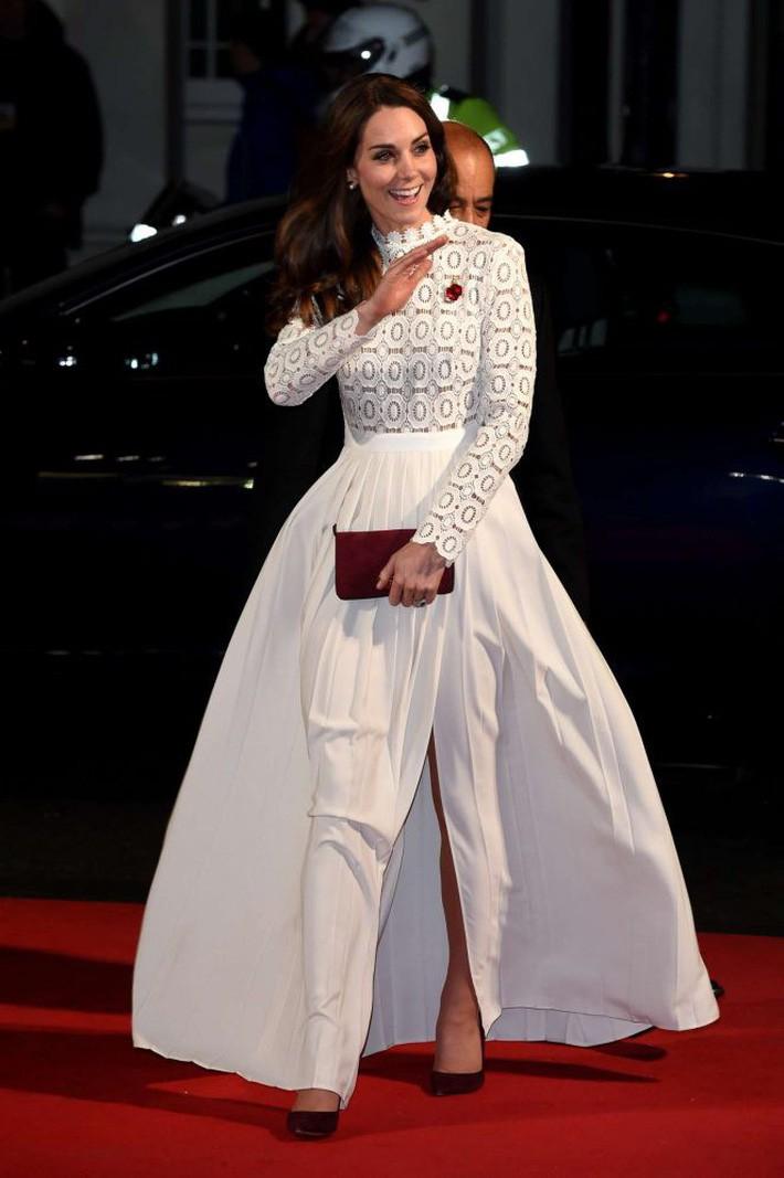 Hơn 3 tuổi nhưng công nương Kate Middleton sexy hơn hẳn công nương Sofia khi đụng váy - Ảnh 4.