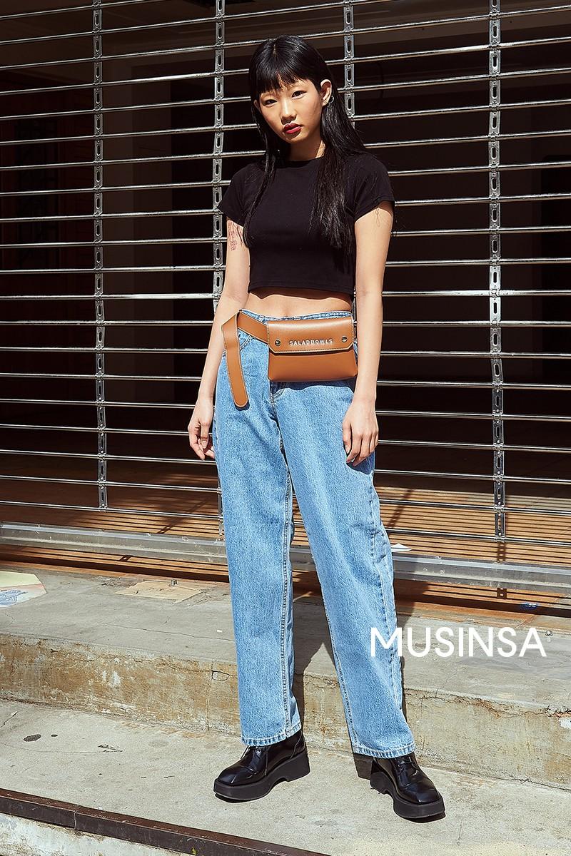 Street style giới trẻ Hàn tuần qua: đại hội áo phông nhưng chẳng ai mix đụng ai, khuyến mại thêm loạt gợi ý mix đồ mát quên sầu - Ảnh 3.