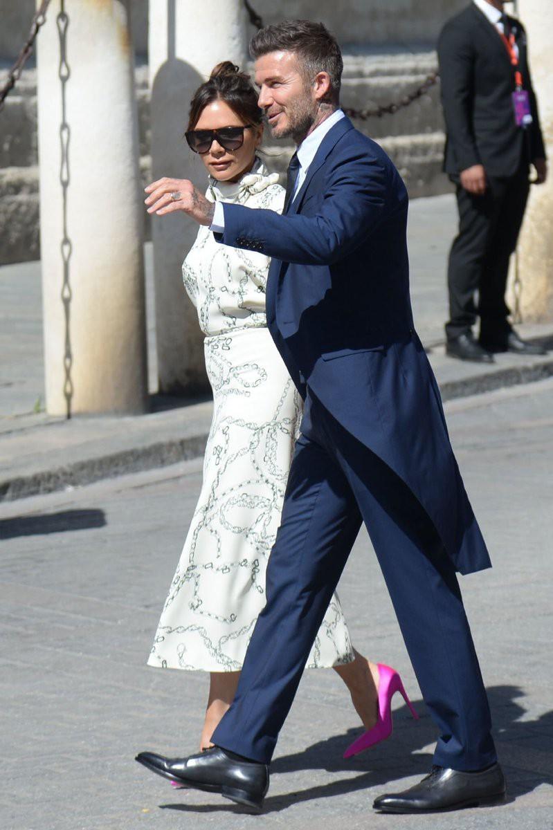 Thần thái vợ chồng Beckham áp đảo toàn bộ khách mời đến dự đám cưới xa hoa của đội trưởng Real Madrid - Ảnh 6.