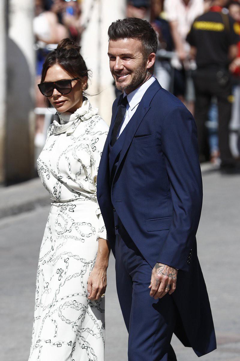 Thần thái vợ chồng Beckham áp đảo toàn bộ khách mời đến dự đám cưới xa hoa của đội trưởng Real Madrid - Ảnh 7.