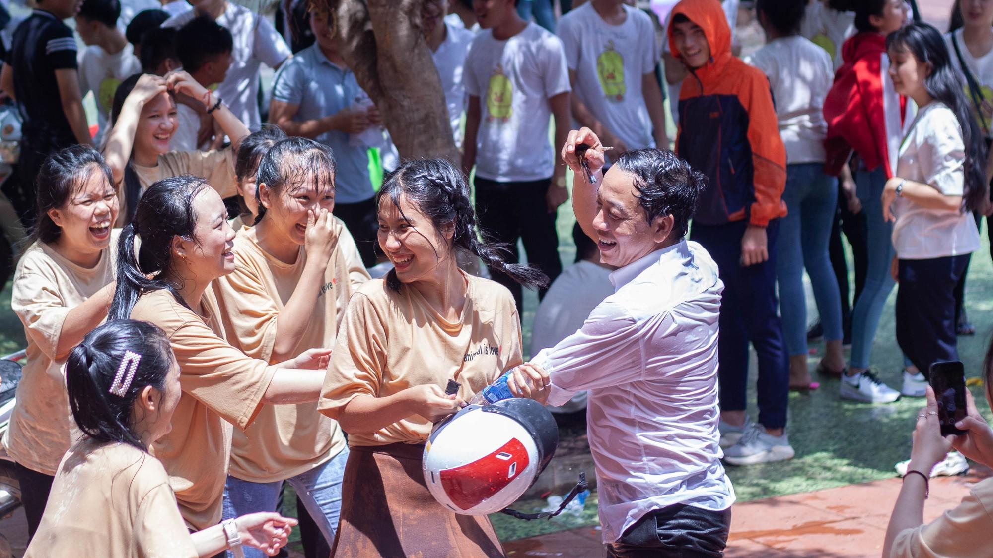 Xuất hiện một lớp học ở Đắk Lắk ai cũng xinh và giỏi xuất sắc, đúng là không thể chê được con gái Tây Nguyên - Ảnh 10.