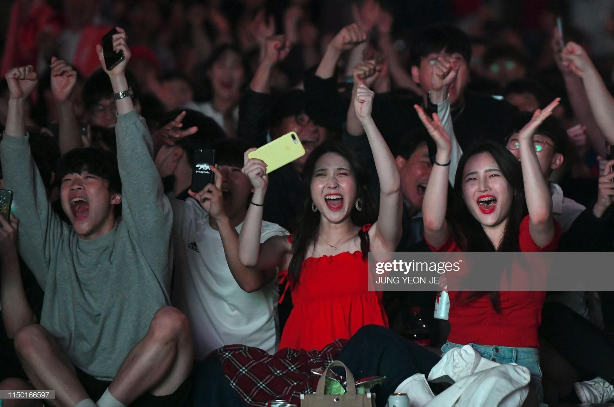Đội bóng quê hương HLV Park Hang-seo ôm nhau khóc nấc khi thua ngược ở chung kết đấu trường World Cup - Ảnh 4.