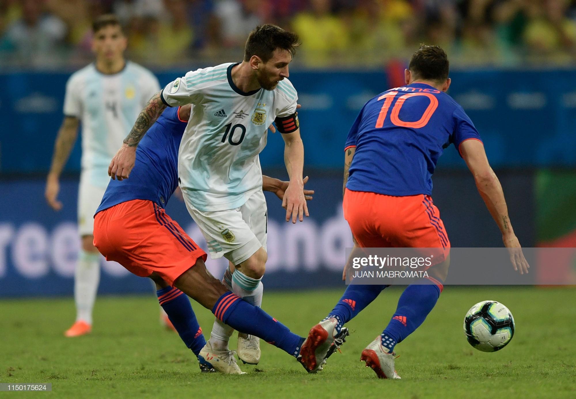 Messi mờ nhạt, Argentina nhận thất bại tủi hổ ở trận ra quân Copa America - Ảnh 2.