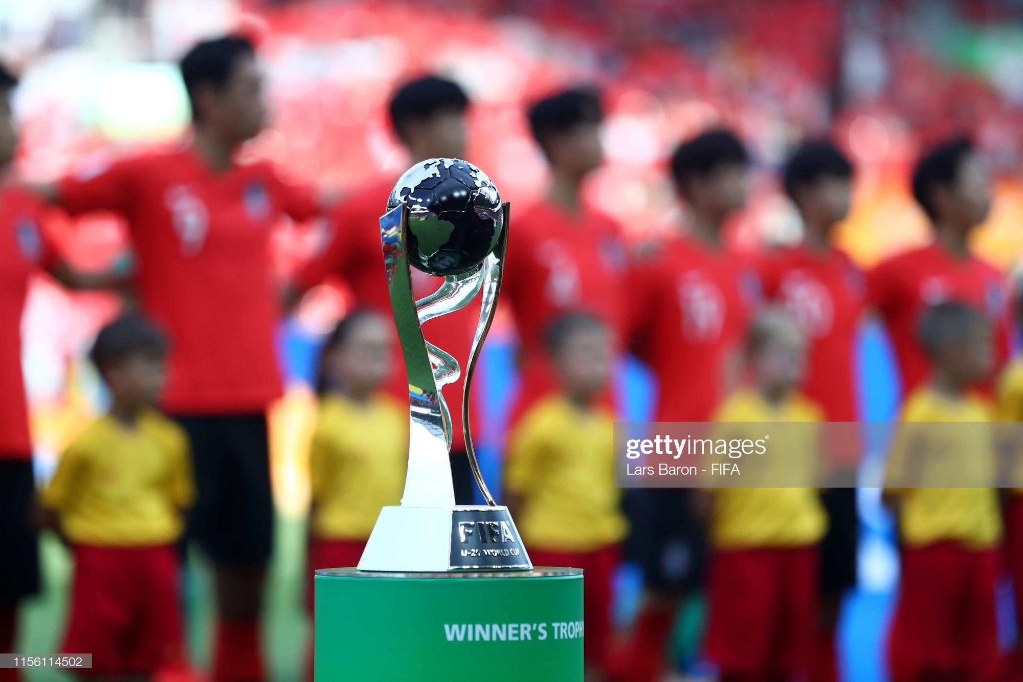 Đội bóng quê hương HLV Park Hang-seo ôm nhau khóc nấc khi thua ngược ở chung kết đấu trường World Cup - Ảnh 2.