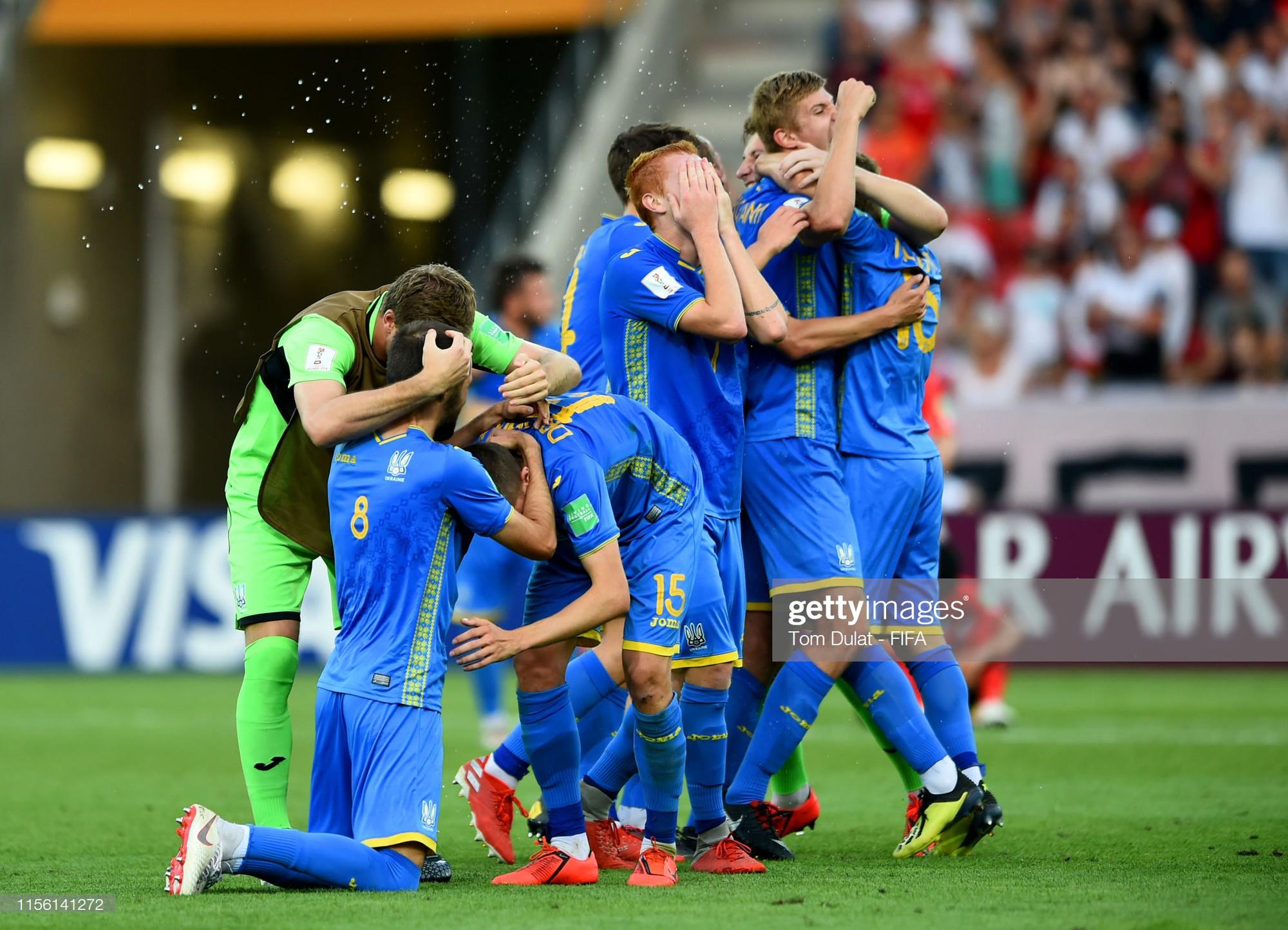 Đội bóng quê hương HLV Park Hang-seo ôm nhau khóc nấc khi thua ngược ở chung kết đấu trường World Cup - Ảnh 11.