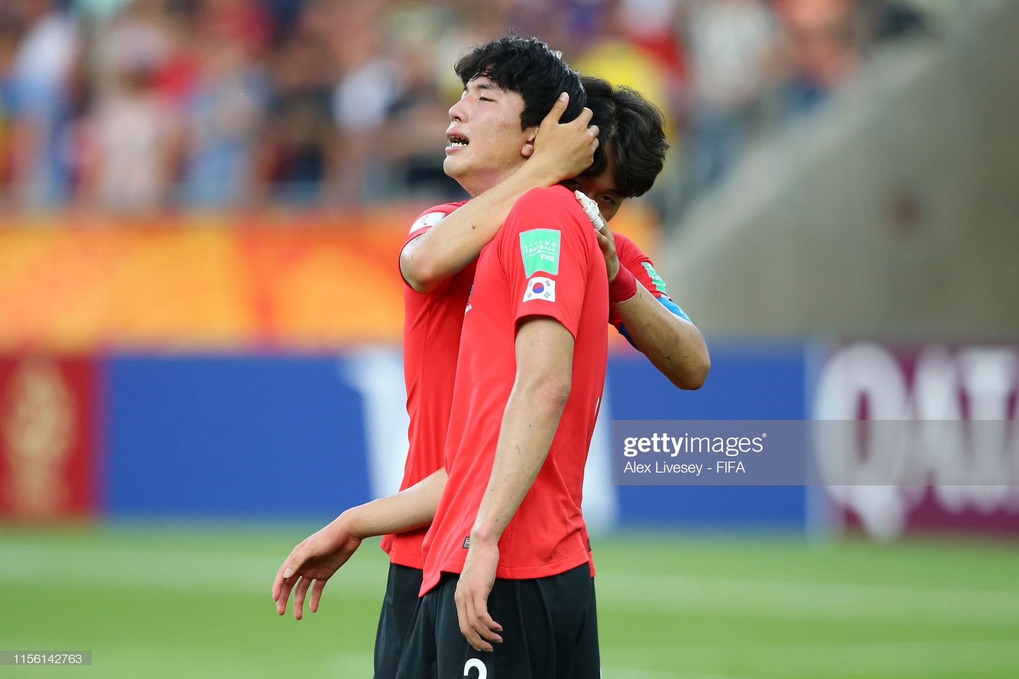 Đội bóng quê hương HLV Park Hang-seo ôm nhau khóc nấc khi thua ngược ở chung kết đấu trường World Cup - Ảnh 9.