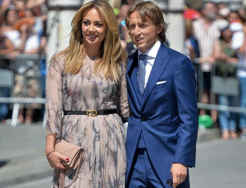 Thần thái vợ chồng Beckham áp đảo toàn bộ khách mời đến dự đám cưới xa hoa của đội trưởng Real Madrid - Ảnh 9.