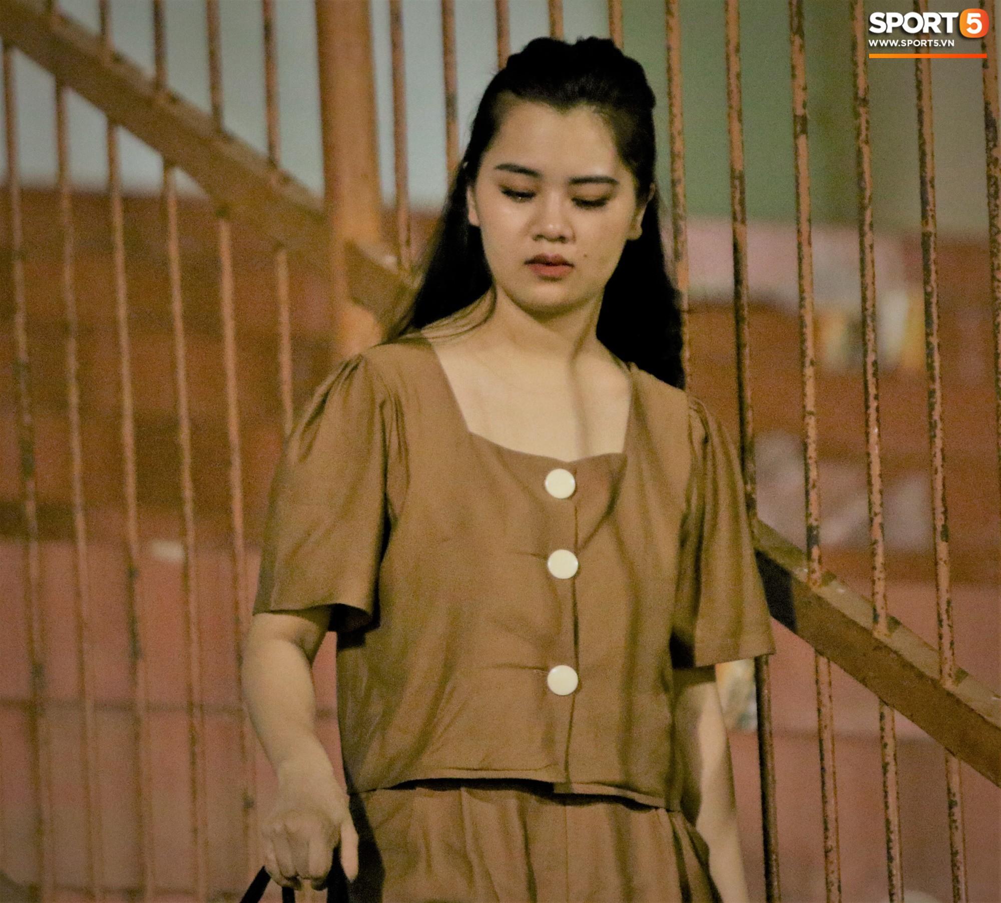 Hạnh phúc như Hải Quế: Ngày của bố được đón con gái xuống sân ăn mừng chiến thắng trước Khánh Hòa - Ảnh 9.