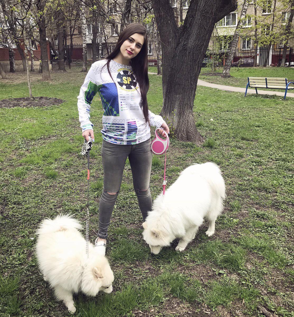 Nga: Cựu nữ game thủ Dota2 xinh đẹp chết bí ẩn trong phòng tắm - Ảnh 1.