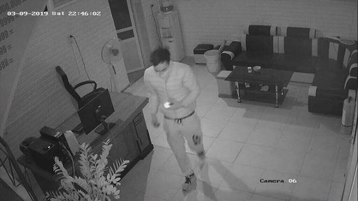 Bắt siêu trộm chuyên đục mái nhà, đột nhập trộm cắp tài sản - Ảnh 1.