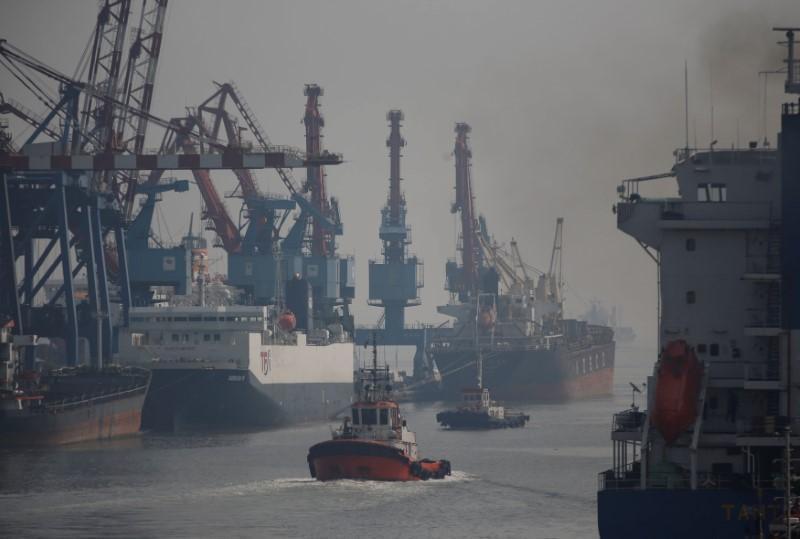 Indonesia tiếp tục tìm kiếm nạn nhân mất tích vụ lật tàu chở khách - Ảnh 1.