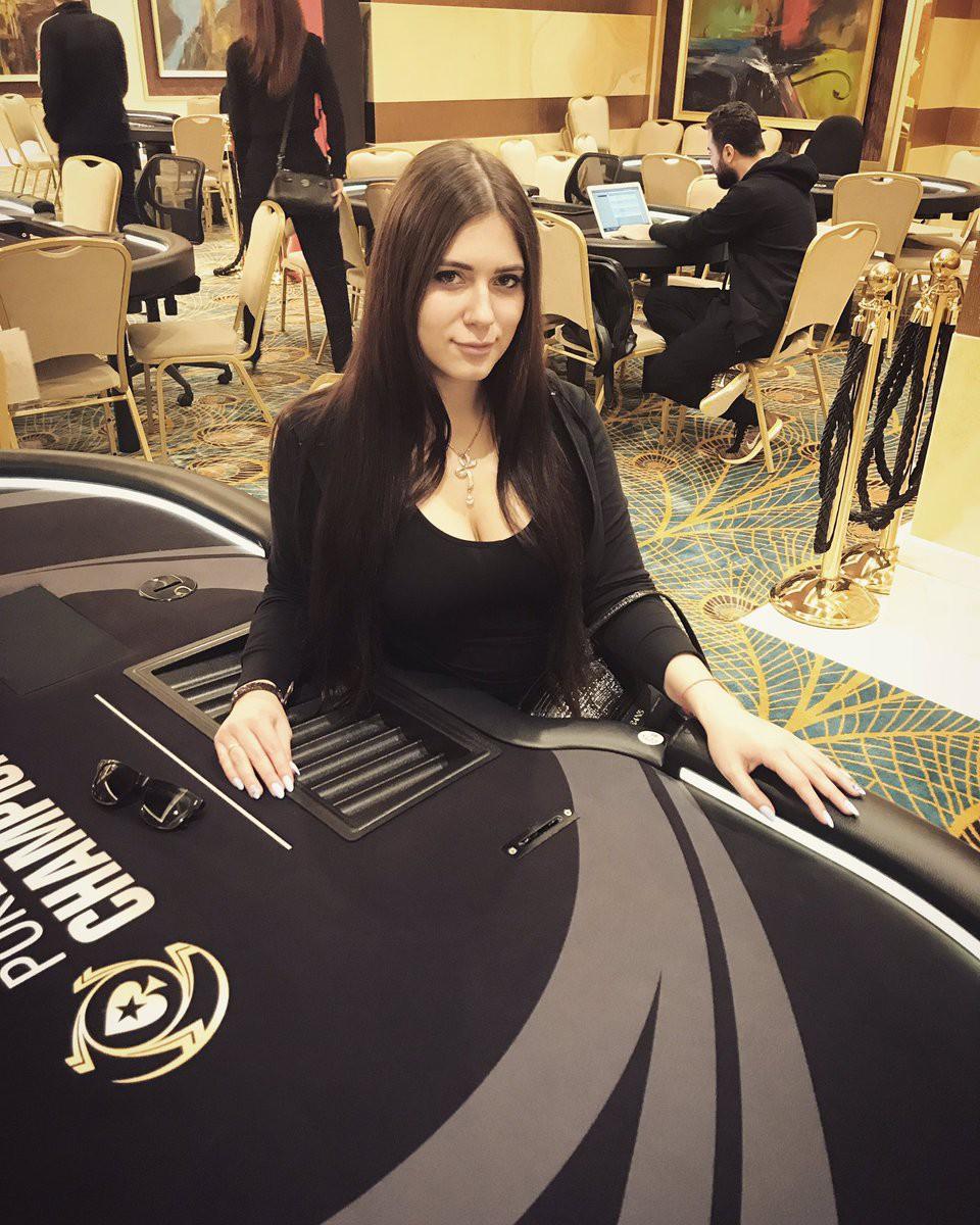 Nga: Cựu nữ game thủ Dota2 xinh đẹp chết bí ẩn trong phòng tắm - Ảnh 4.
