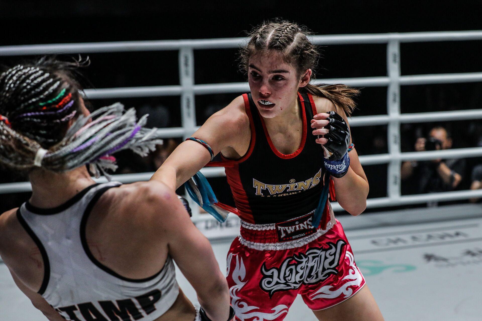 Mĩ nhân vạn người mê của làng võ bị đánh bầm dập đến mức khó nhận ra trong ngày ra mắt giải MMA lớn nhất châu Á - Ảnh 3.