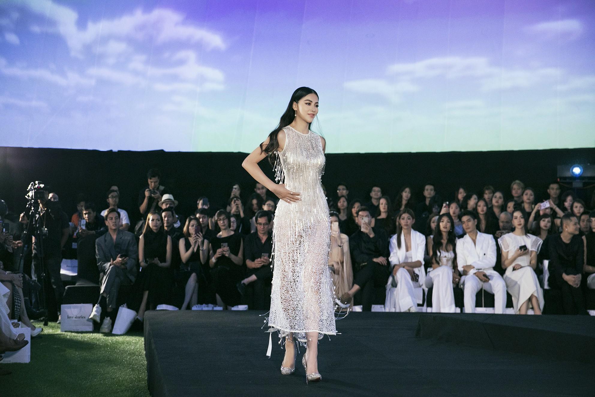 Tạm gác ồn ào nợ 3 tỷ đồng, Hoa hậu Trái đất Phương Khánh phô trương đường cong vệ nữ tại show của Adrian Anh Tuấn - Ảnh 2.