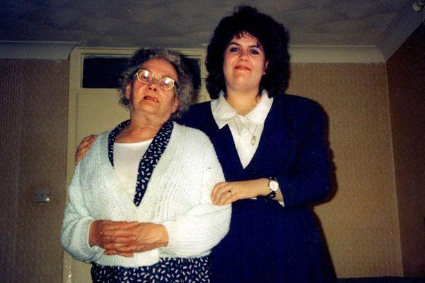 Dù bị mẹ chia cắt từ nhỏ, chị gái vẫn gặp lại em trai đầy cảm động sau 30 năm tìm kiếm - Ảnh 1.