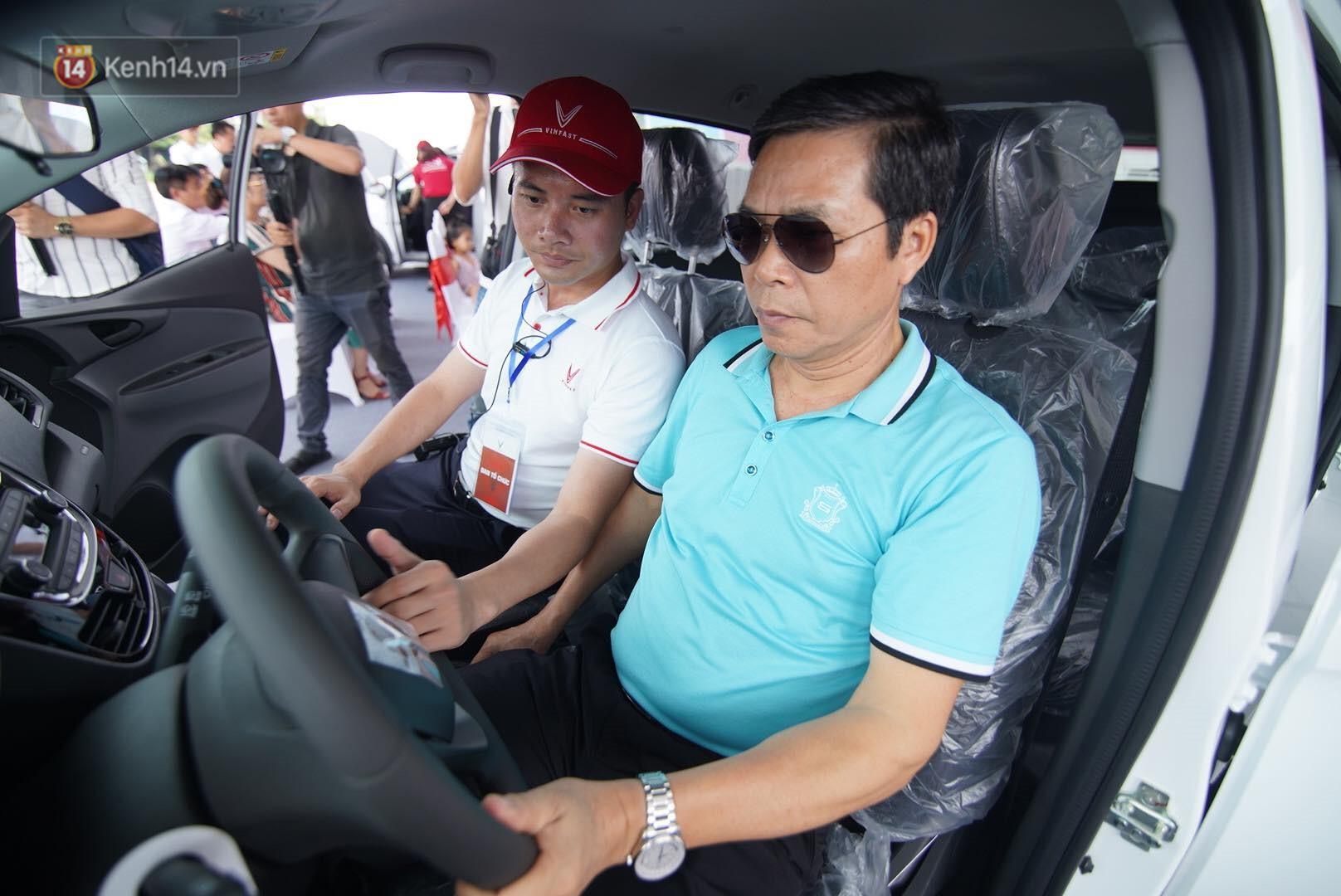 VinFast bàn giao hàng trăm xe ô tô Fadil, khách hàng tự hào: Người Việt dùng hàng Việt! - Ảnh 13.