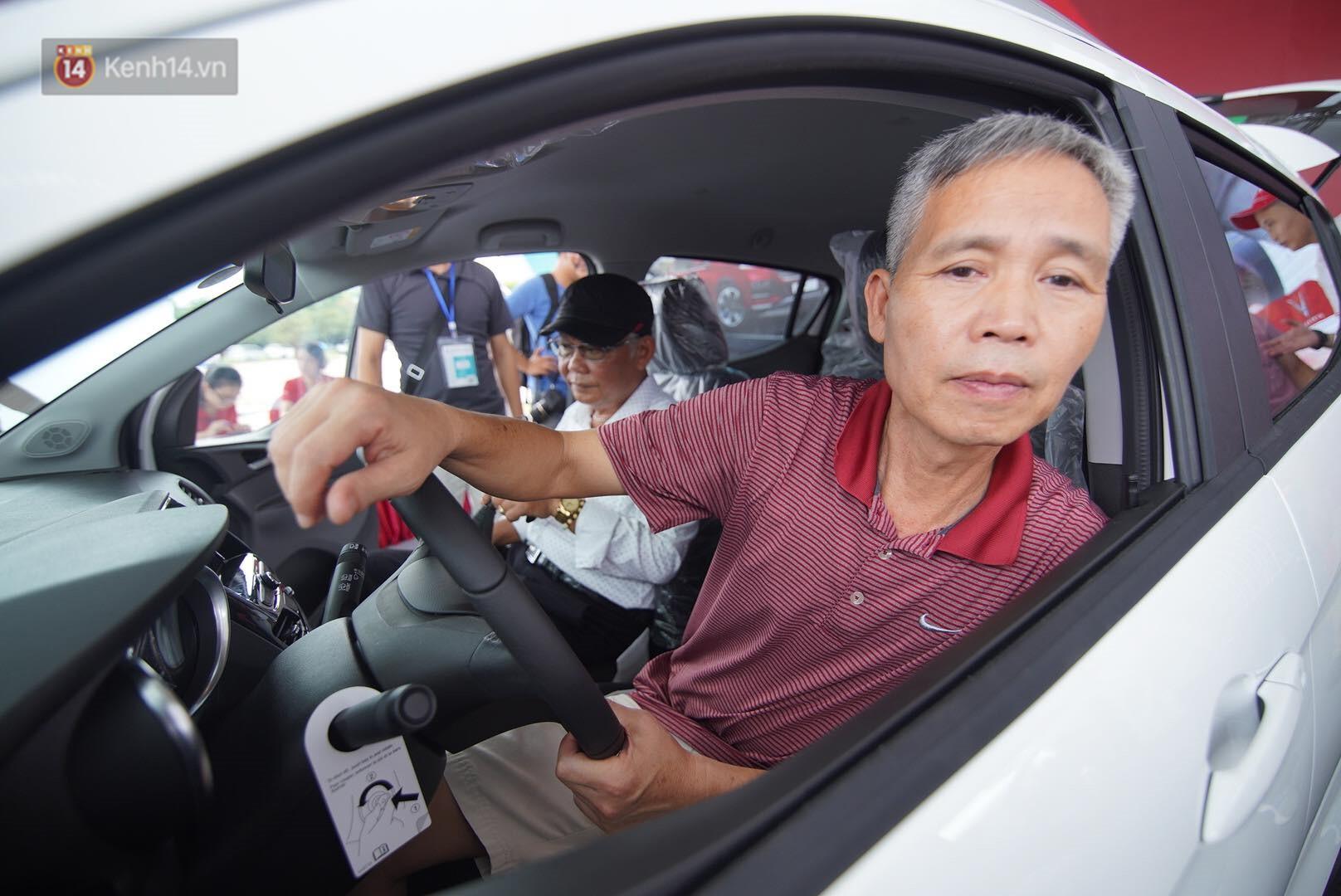 VinFast bàn giao hàng trăm xe ô tô Fadil, khách hàng tự hào: Người Việt dùng hàng Việt! - Ảnh 14.