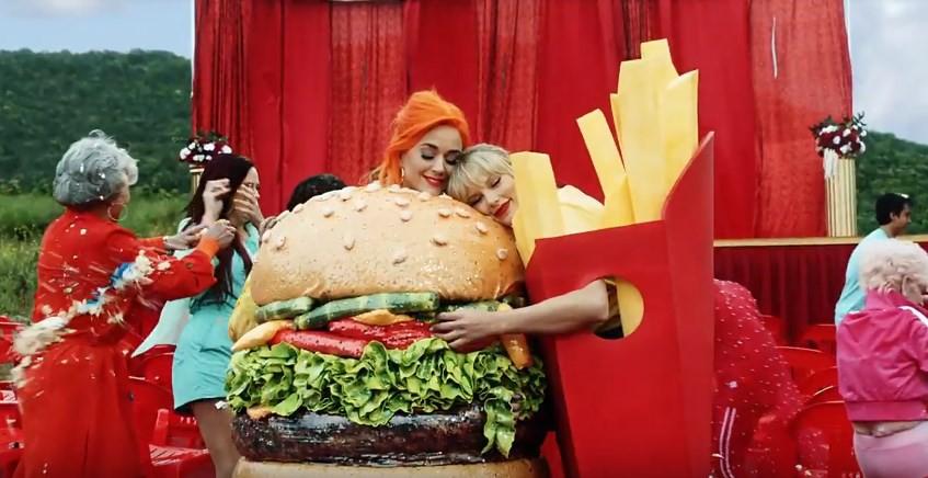 Cần gì đợi đến lúc ra MV chung, Katy Perry đã gửi lời yêu thương tới Taylor Swift từ lâu lắm rồi! - Ảnh 4.