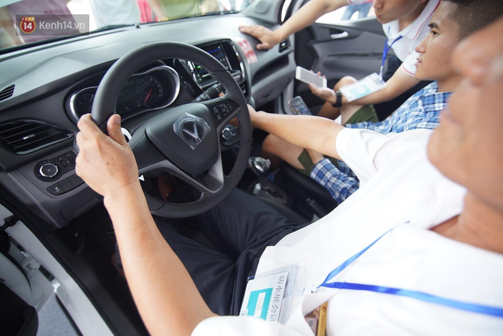 VinFast bàn giao hàng trăm xe ô tô Fadil, khách hàng tự hào: Người Việt dùng hàng Việt! - Ảnh 11.