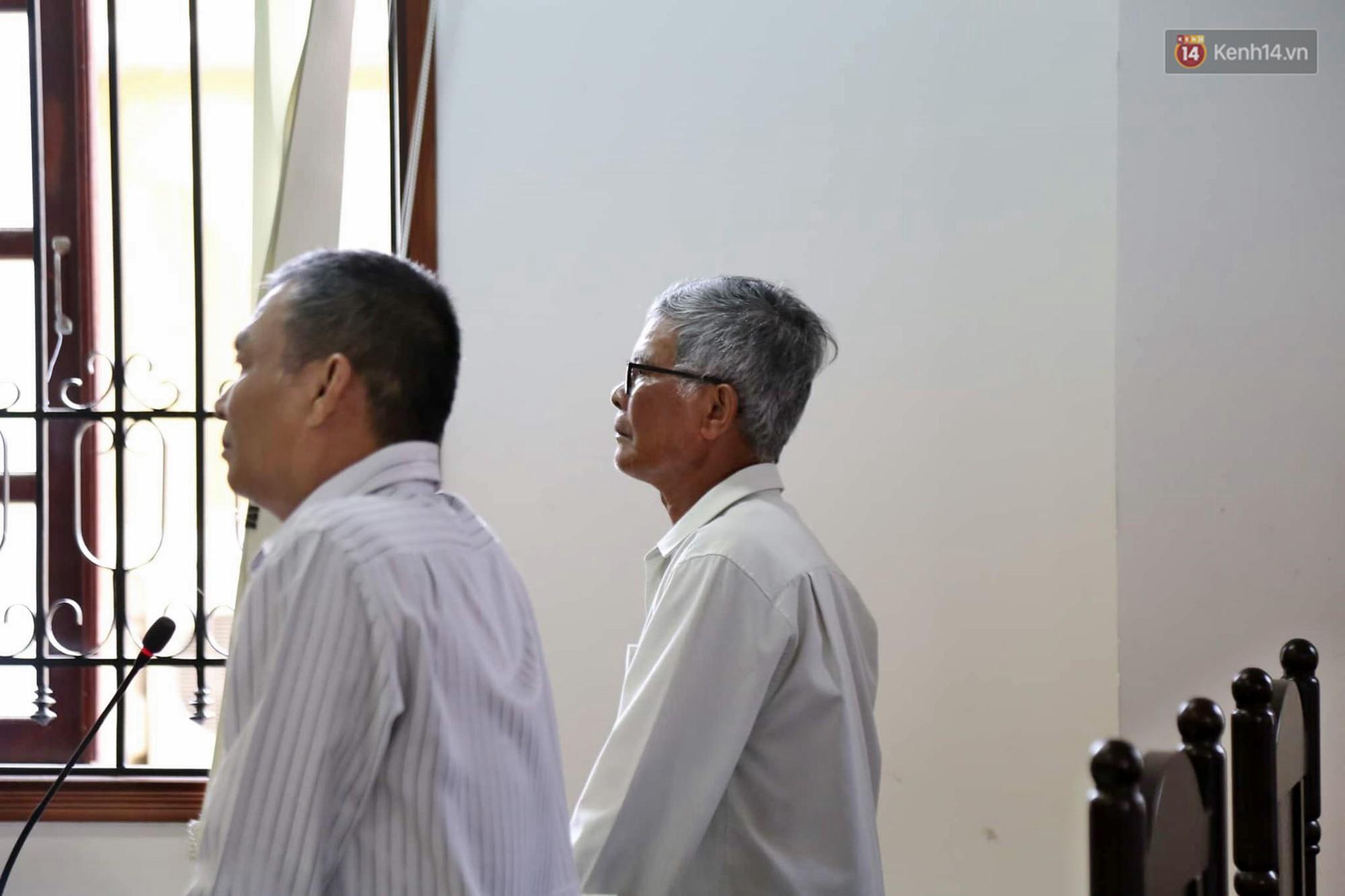 Người nhà nạn nhân có mặt tại phiên tòa.