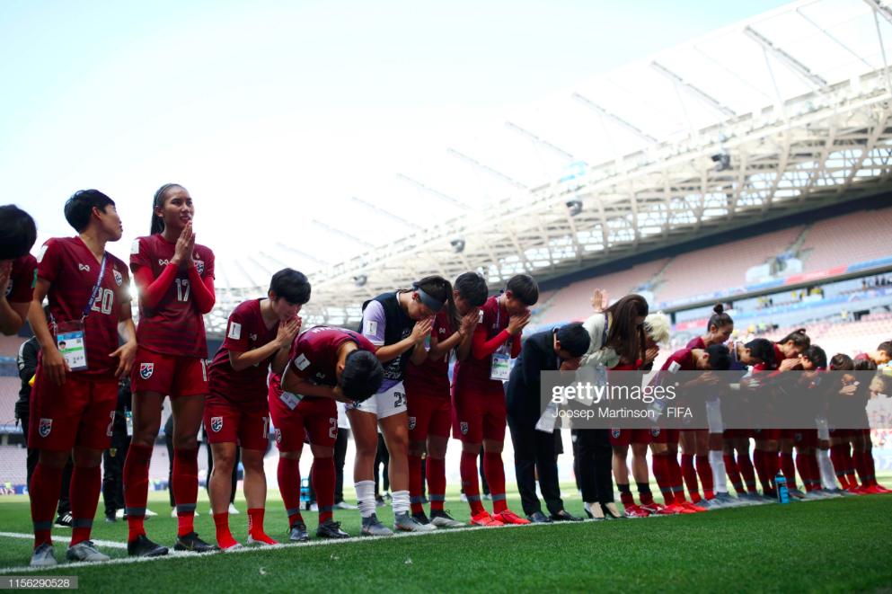 Tỷ phú kiêm trưởng đoàn xinh đẹp của tuyển nữ Thái Lan bật khóc sau khi đội nhà có bàn thắng đầu tiên ở World Cup - Ảnh 6.