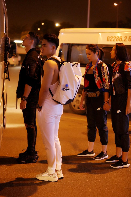 Cuộc đua kỳ thú 2019: Những hình ảnh đầu tiên được hé lộ, Kỳ Duyên - Minh Triệu diện đồ đôi, nắm tay không rời - Ảnh 3.