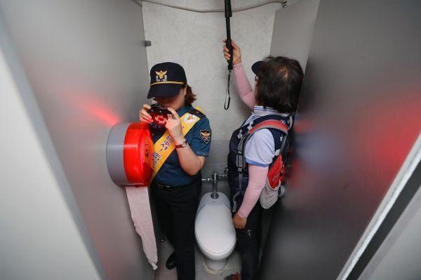Báo động trước tình trạng khách du lịch bị kẻ xấu lắp camera quay lén tại Hàn Quốc - Ảnh 7.