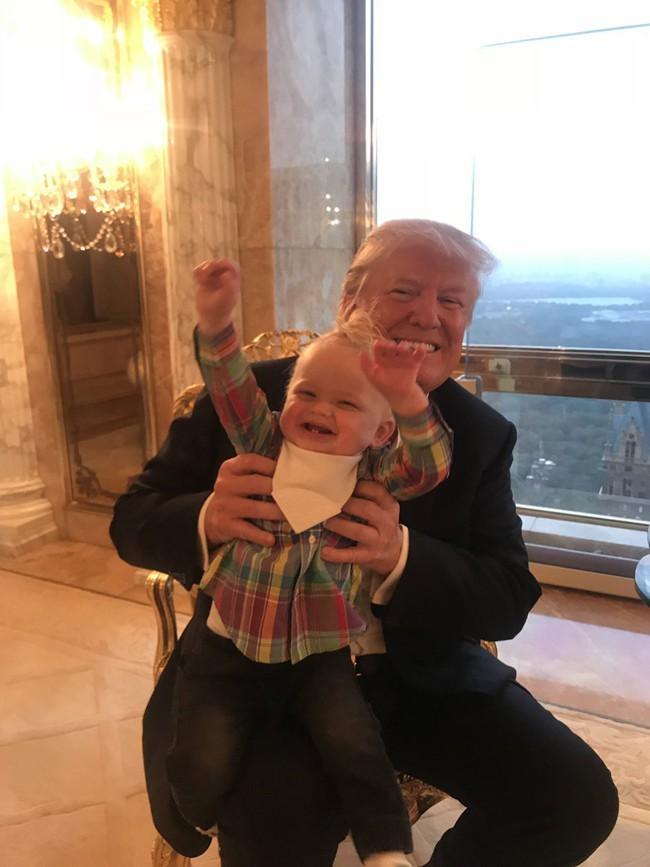 Các con của Tổng thống Mỹ chúc mừng sinh nhật lần thứ 73 của bố bằng những bức hình đặc biệt, làm tan chảy trái tim bất cứ ai - Ảnh 2.