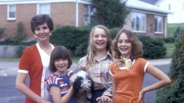 Gã ấu dâm dùng thuyết người ngoài hành tinh để lạm dụng đứa trẻ 12 tuổi, quan hệ với cả bố lẫn mẹ em nhằm có cớ bắt cóc cô bé - Ảnh 3.